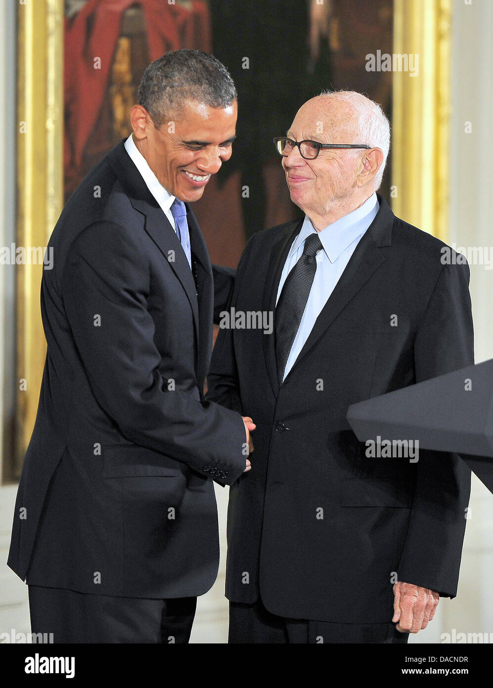 Washington DC, USA. 10th July, 2013. US painter, sculptor, and printmaker Ellsworth Kelly (R) shakes hands with - Stock Image