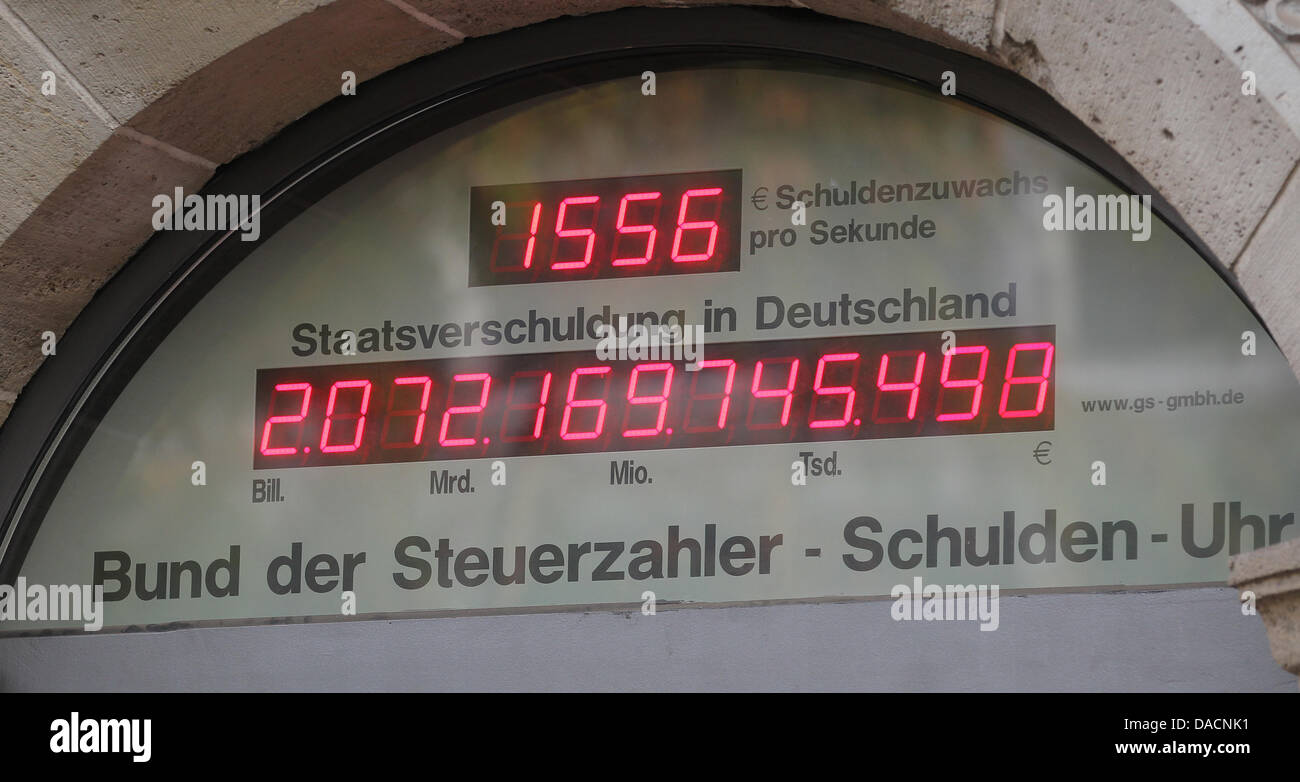 The debt clock shows the sum of 2 billion Euro in Berlin, Germany, 27 September 2011. The Union of German tax payers - Stock Image