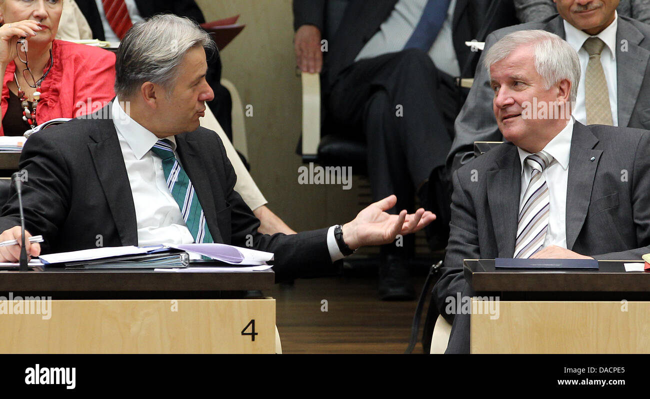 First mayor of Berlin, Klaus Wowereit and Bavarian Prime Minister Horst Seehofer speak during an extracurricular - Stock Image