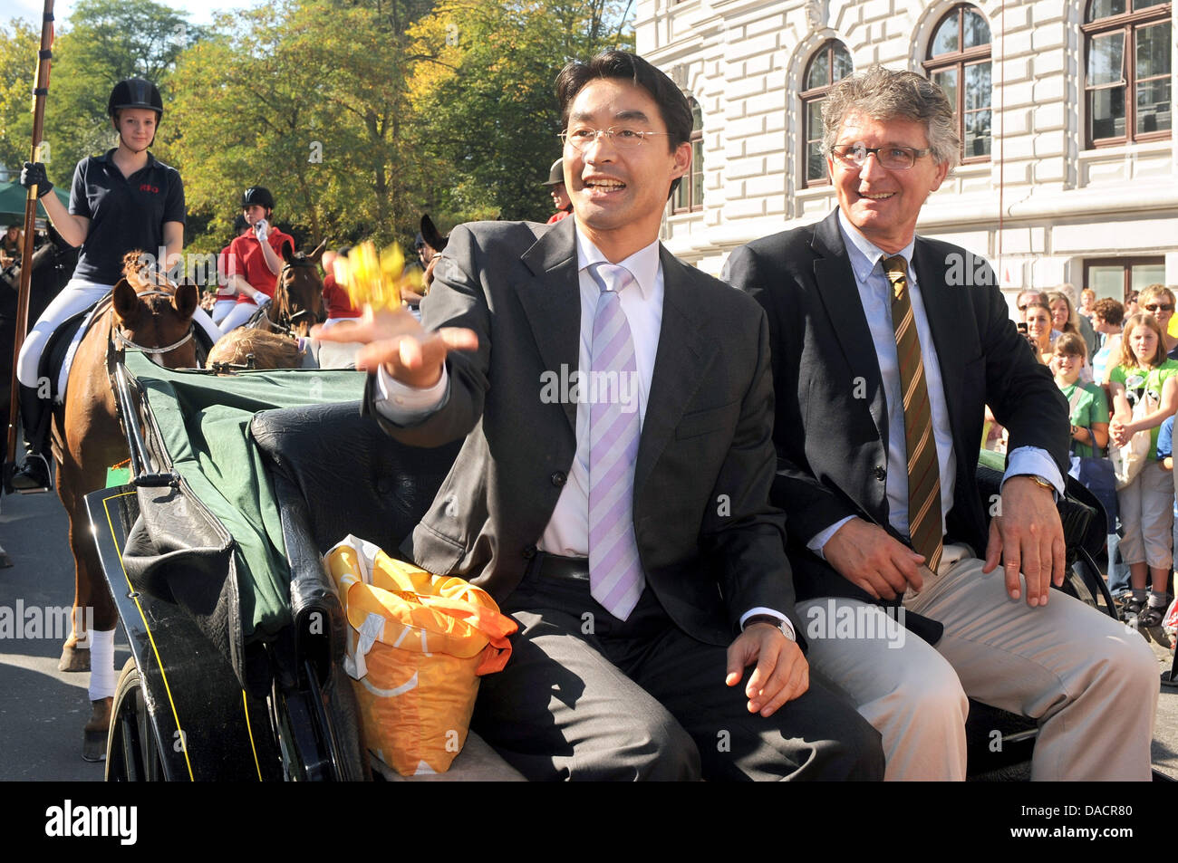 Economy Minister Philipp Roesler (L) and Oldenburg's mayor Gerd Schwandner head the parade of the grocer's - Stock Image
