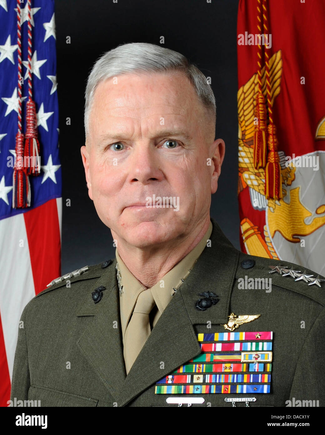Official portrait, uncovered, of the 35th Commandant of the Marine Corps, General James F. Amos. General Amos is Stock Photo