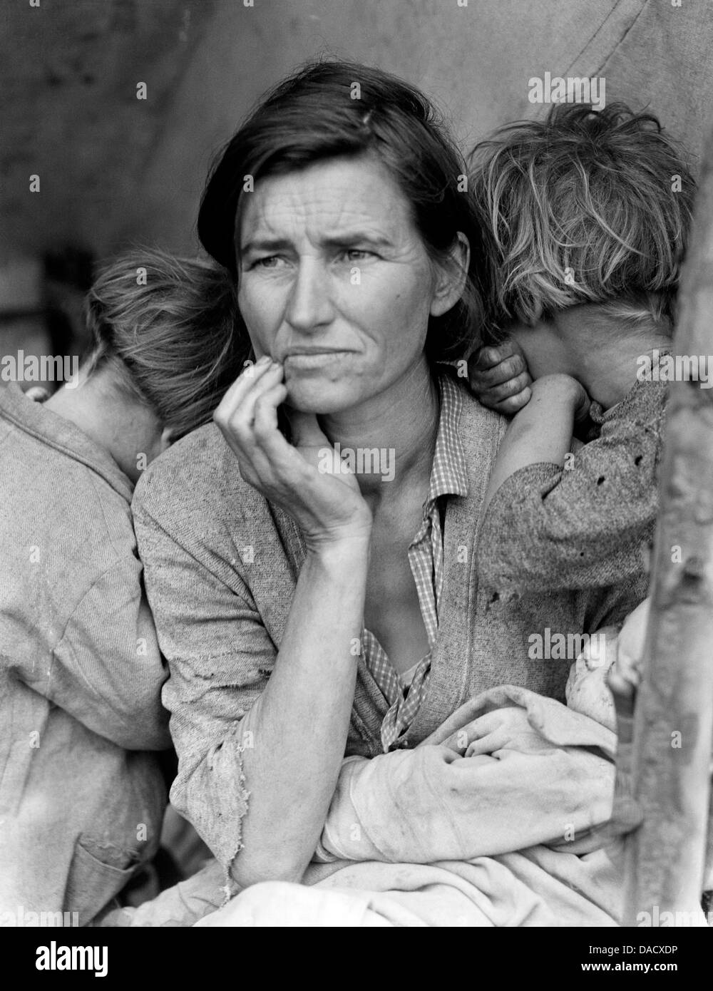 MIGRANT MOTHER 1936. US Photographer Dorothy Lange's image of Florence Owens Thompson. See Description below - Stock Image