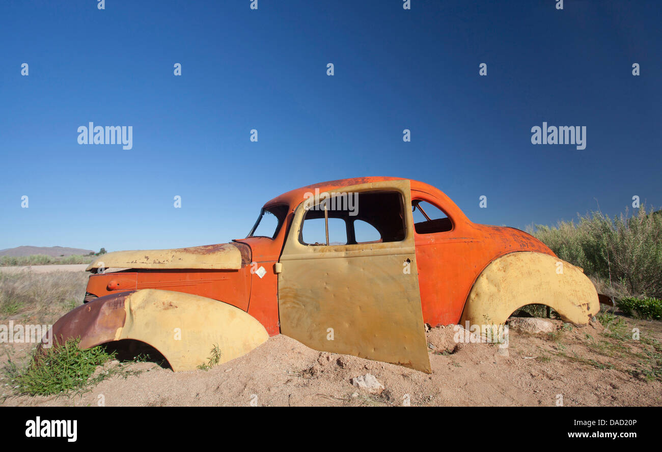 Old abandoned car outside the service station at Solitaire, a lonely outpost near Sesriem, Namib Naukluft Park, - Stock Image