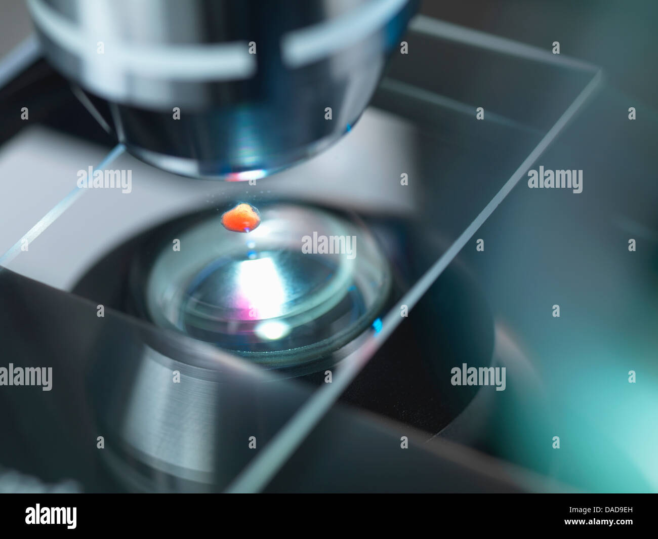 A light microscope examining a sample in lab for pharmaceutical research - Stock Image