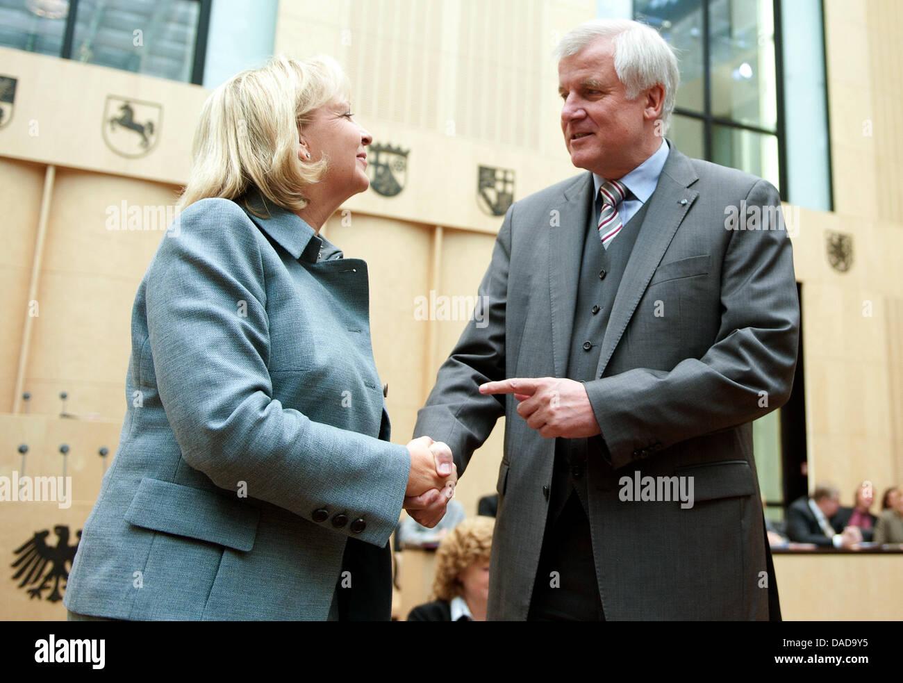 North-Rhine Westphalian Prime Minister Hannelore Kraft congratulates Bavarian Prime Minister Horst Seehofer on his - Stock Image