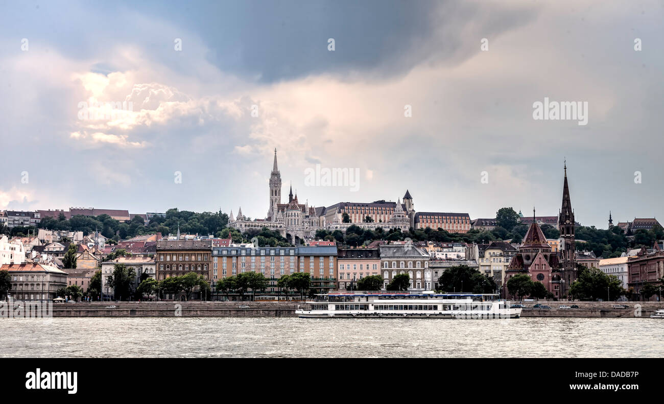 View of Buda part of the Budapest including the St. Matthias and Fishermen's Bastion - Stock Image