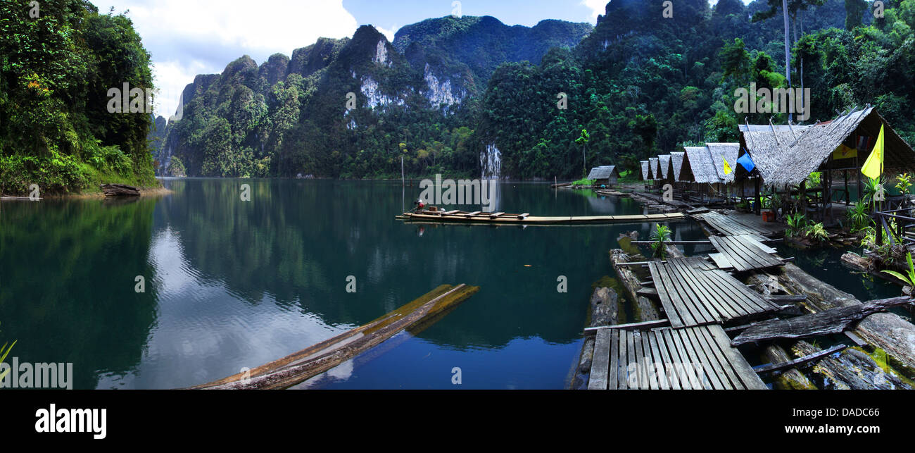 boardwalk and bamboo huts on Chiao Lan reservoir, Thailand, Khao Sok National Park - Stock Image