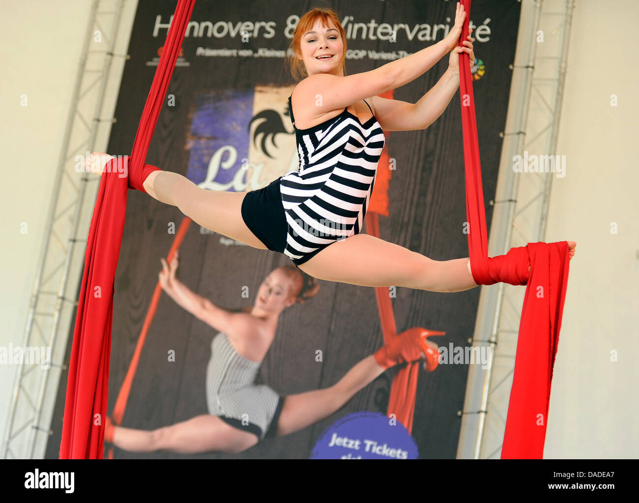 Acrobat Claudel Doucet perfroms during a press conferemnce for the Variete 'La fete'in Hanover, Germany, - Stock Image