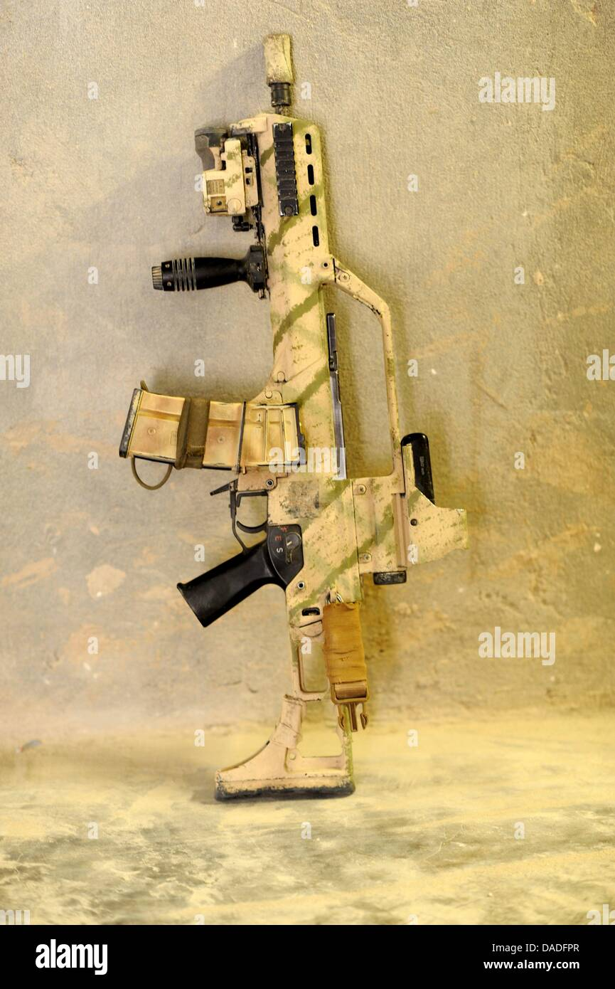 FILE - An archive picture dated 01 September 2011 shows a G 36 assault rifle which belongs to a German soldier - Stock Image