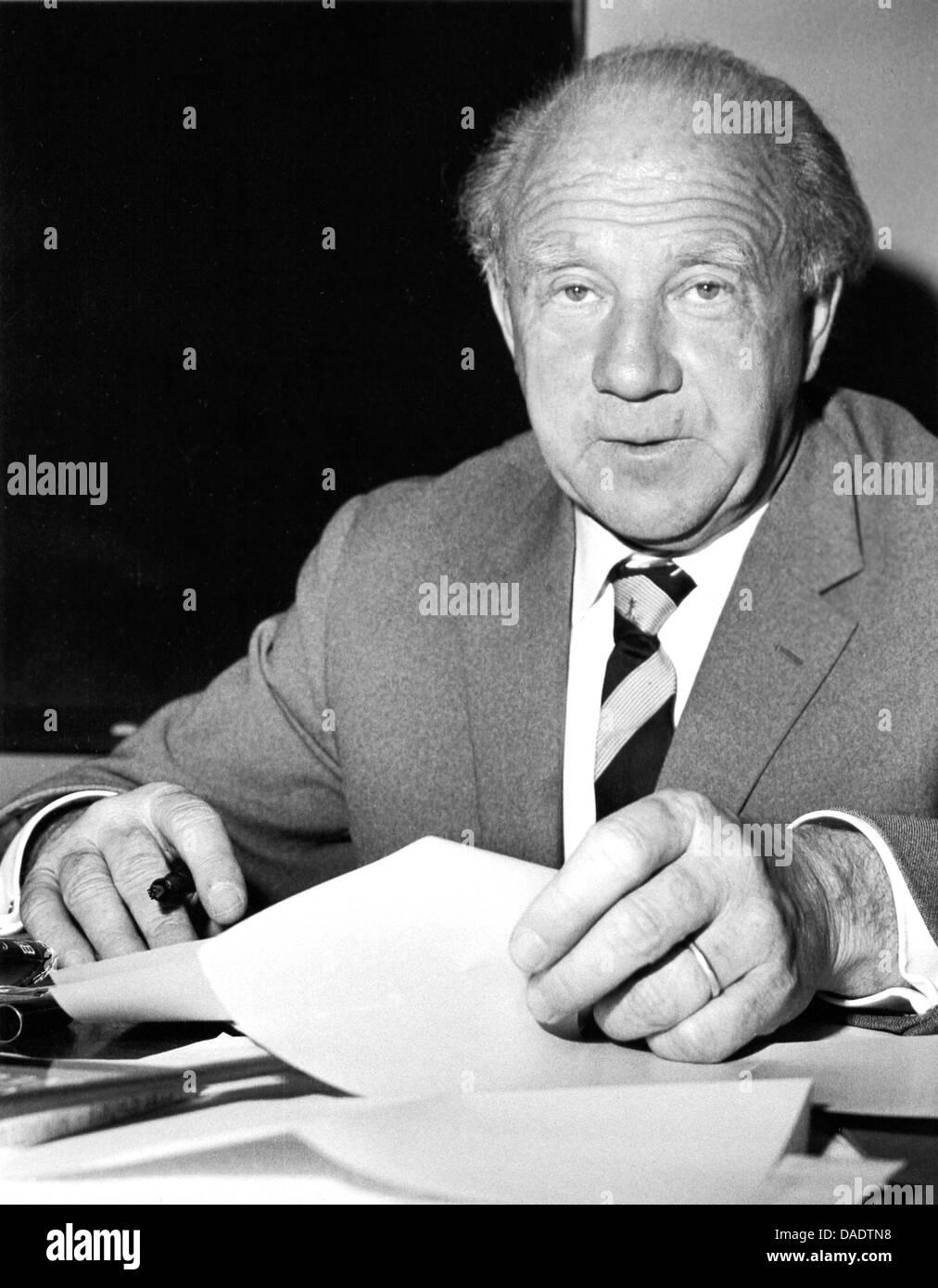 werner heisenberg in 1961 portrait by photographer fred stein stock