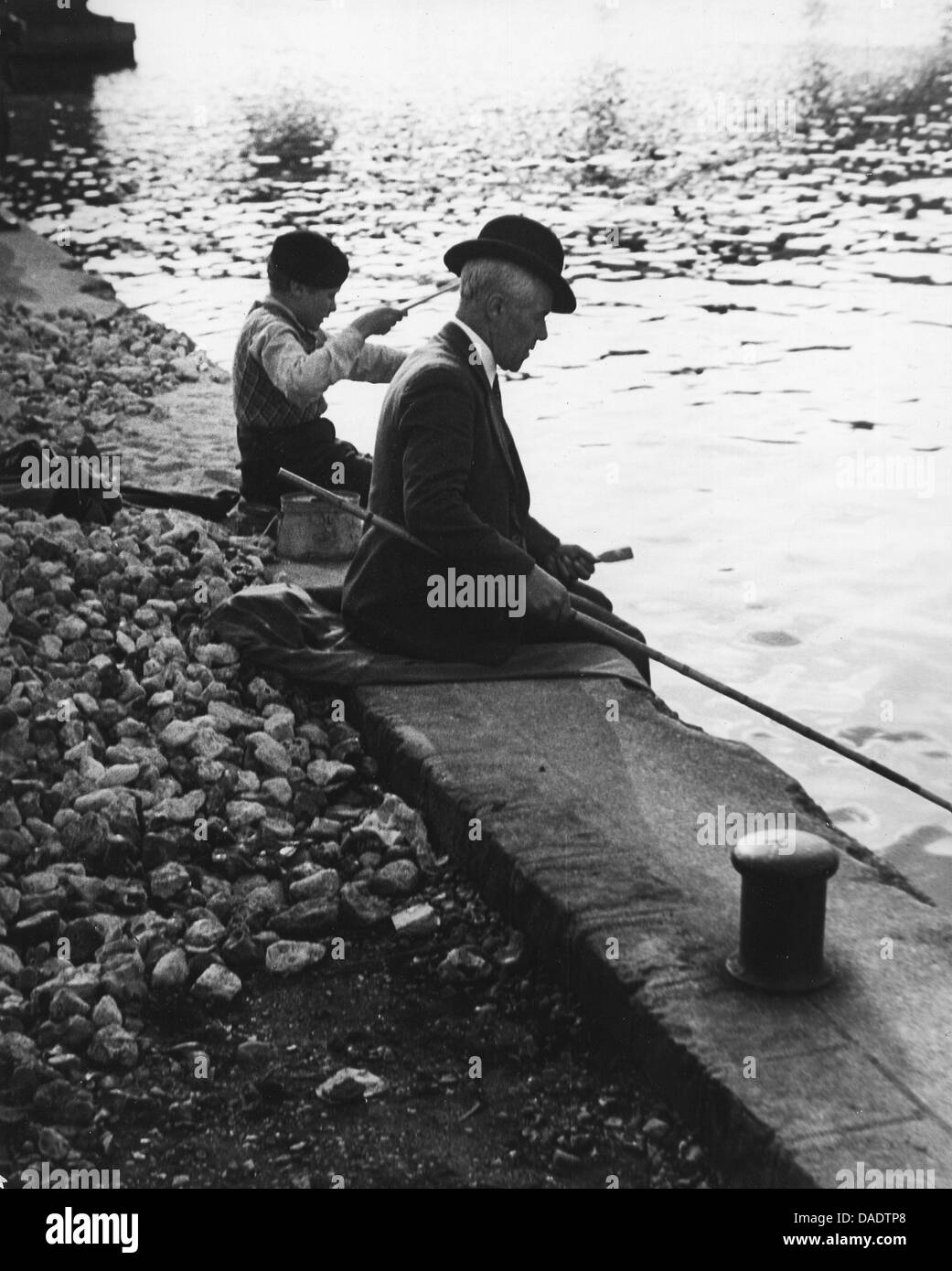 Paris 1935, man and boy fishing. Image by photographer Fred Stein (1909-1967) who emigrated 1933 from Nazi Germany - Stock Image