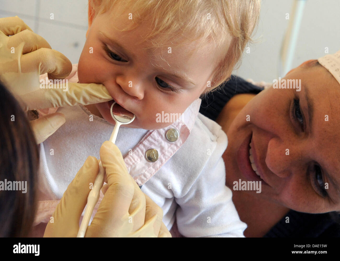 A dentist examines the teeth of a one-year-old at the ambulatory care unit of the research project LIFE-Child, a Stock Photo