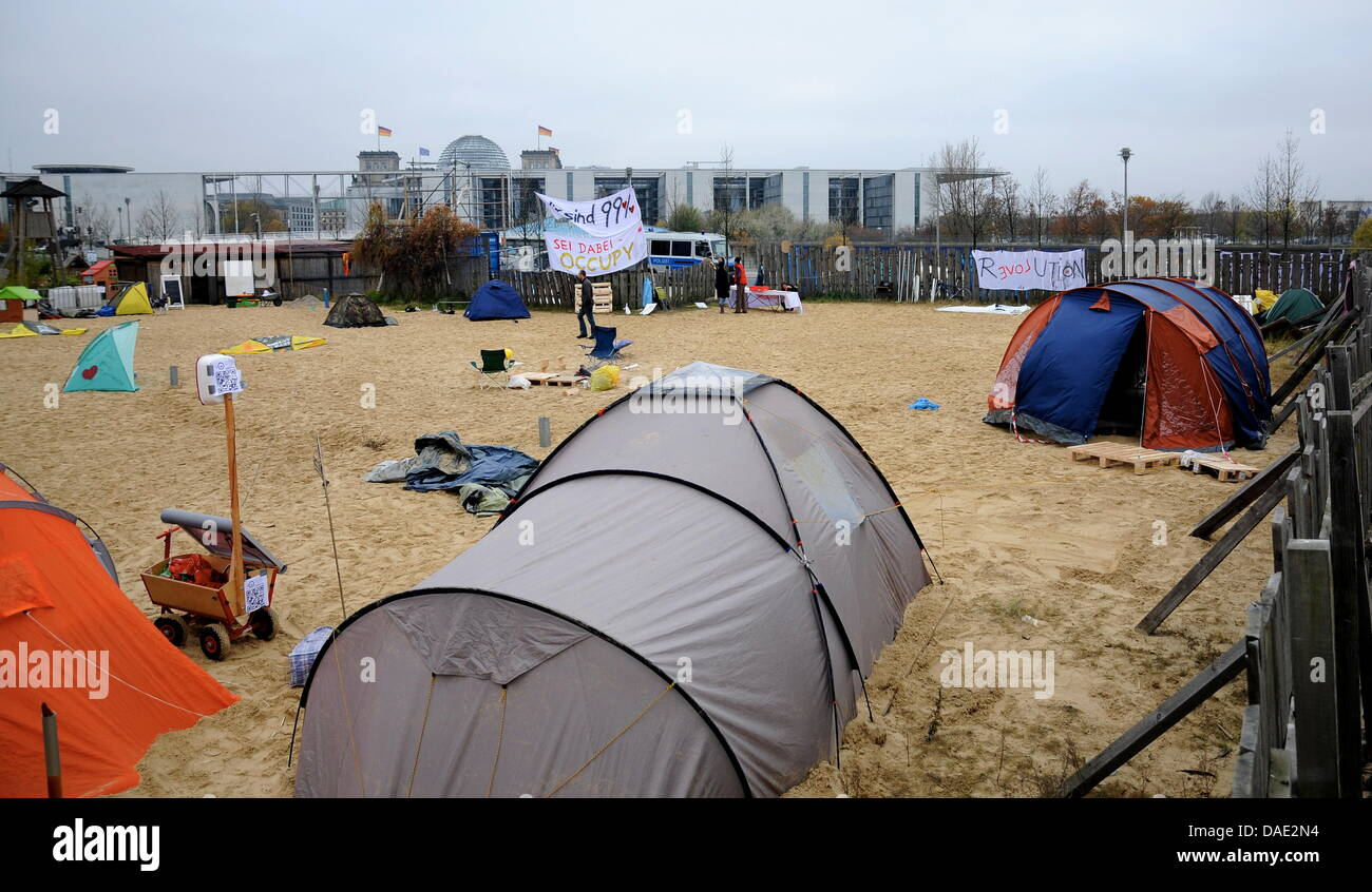 Occupy protesters camp at the government district close to the Reichstag in Berlin, Germany, 10November 2011. - Stock Image