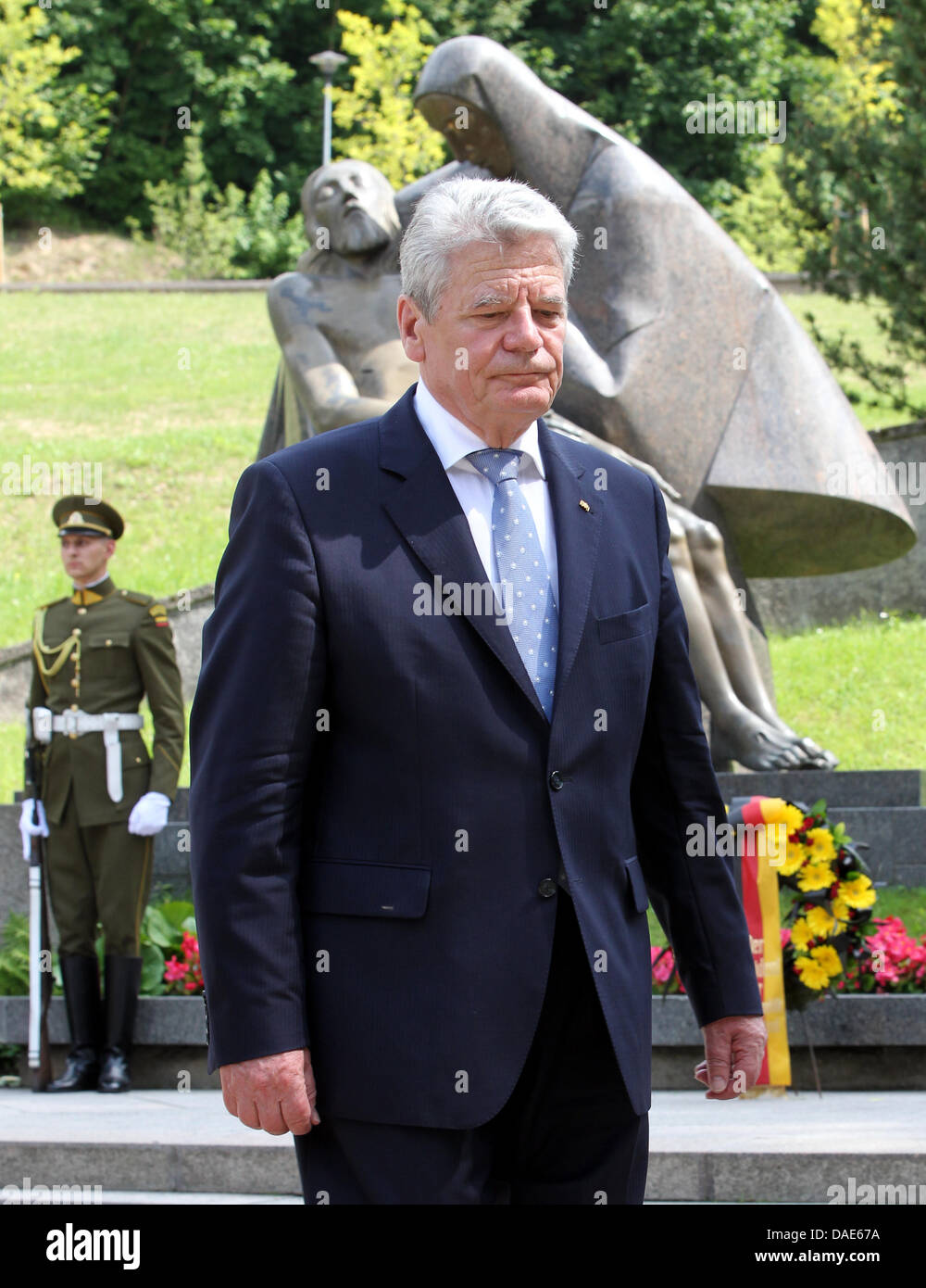 Vilnius, Lithuania. 11th July, 2013. German President Joachim Gauck lays a wreath at the national memorial for the Stock Photo