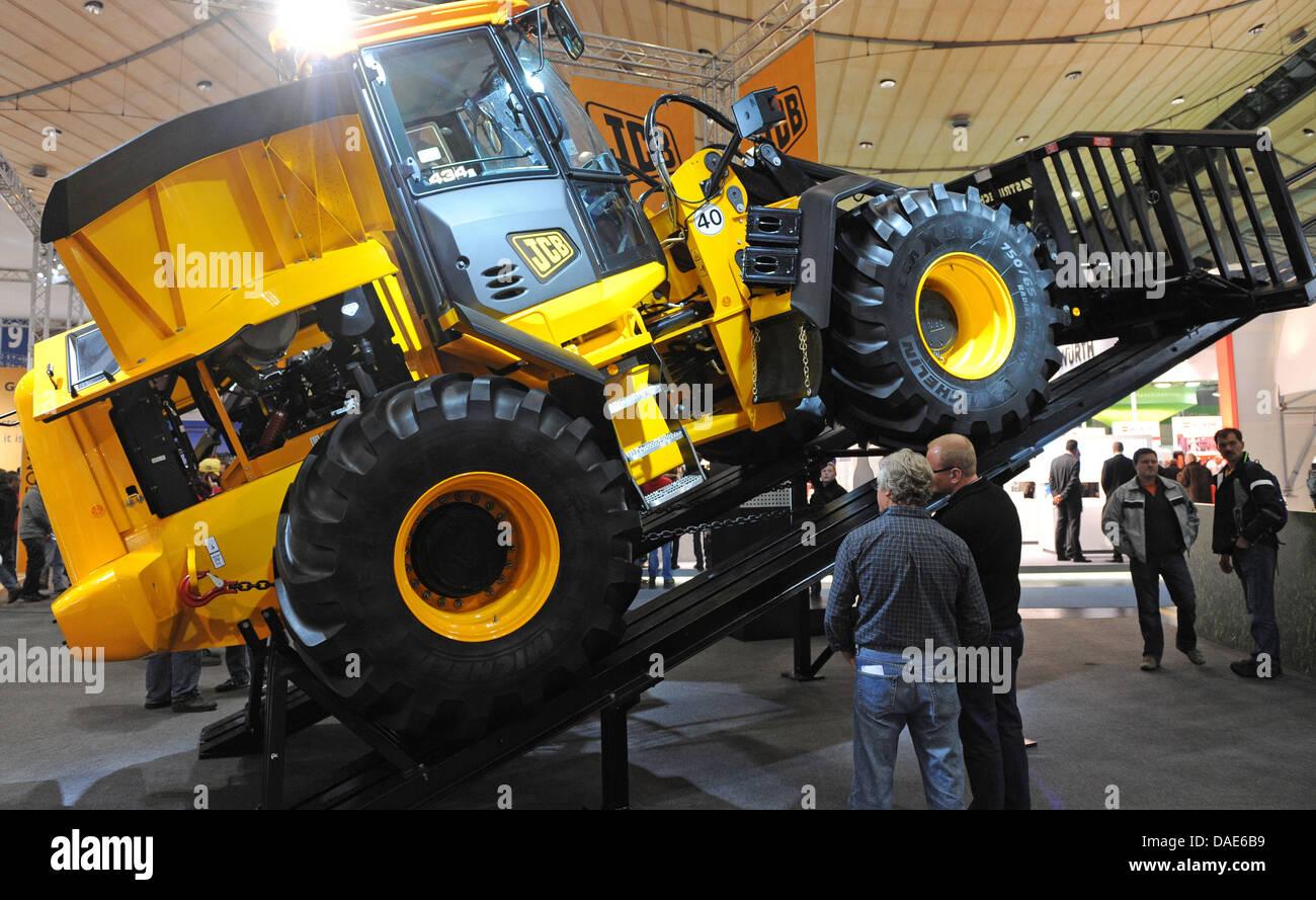 A wheel loader of the company JCB (J C Bamford Excavators Ltd) is