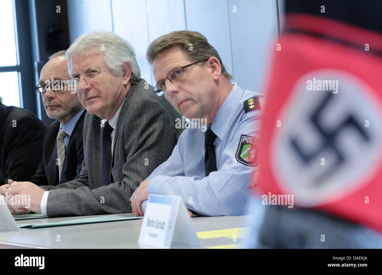 Public prosecutor Christoph Mackel (L-R), Erwin Suedfeld, Chief of Police in Bielefeld, and Uwe Floess, chief of - Stock Image