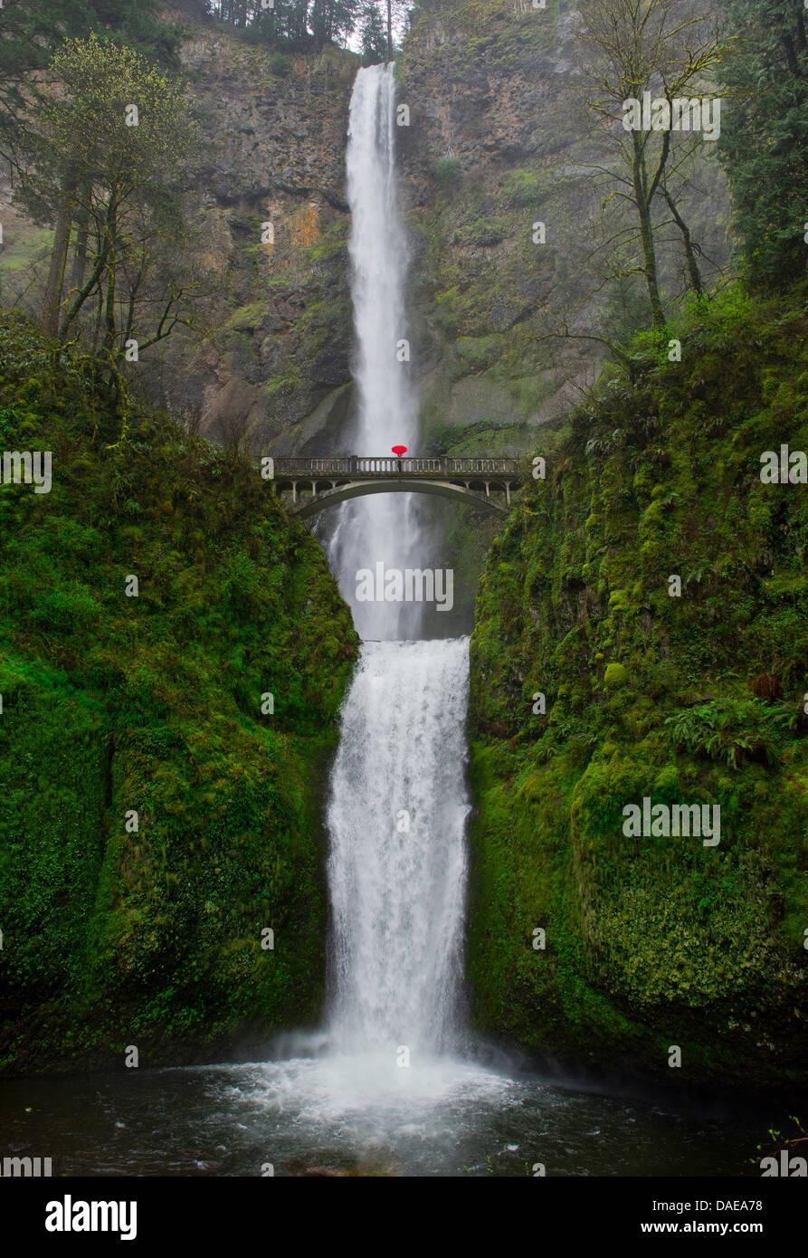 Footbridge and double cascade at Multnomah Falls, Columbia River Gorge, USA - Stock Image