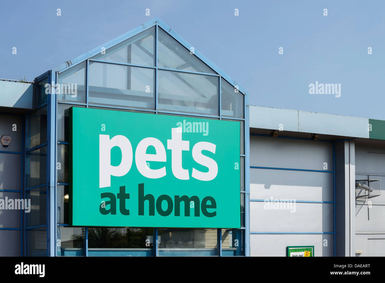 Pets at Home store on a retail park - Stock Image