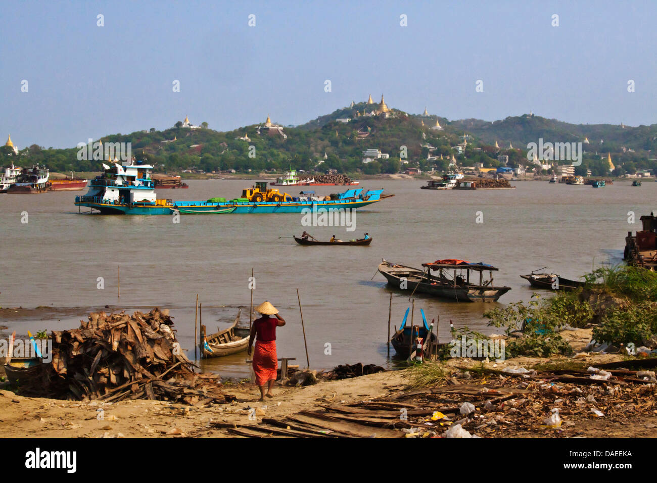 boat traffic on the Irrawaddy River with Sagaing hill behind, Burma, Mandalay - Stock Image
