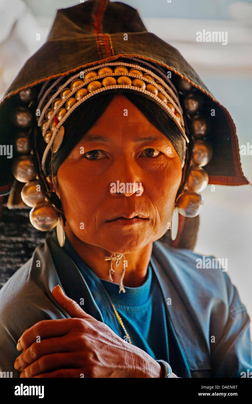 woman of the Akha tribe wear elaborate headdresses made of beads, silver coins and hand loomed cotton, Burma, Kengtung, - Stock Image