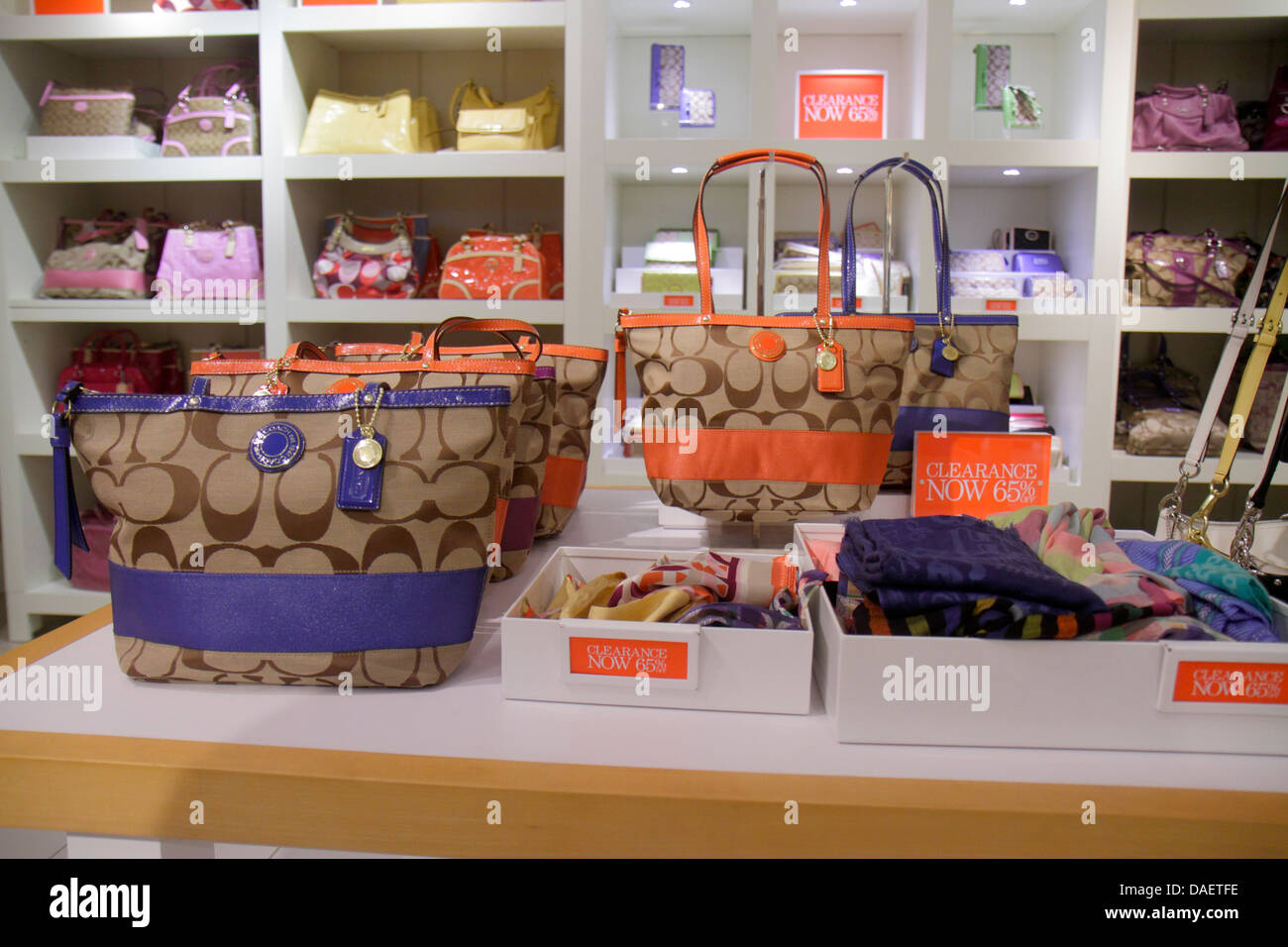 Miami Florida City Florida Florida Keys Outlet Center centre shopping Coach  women s sale retail display fashion handbags clearan 424ddbe806738
