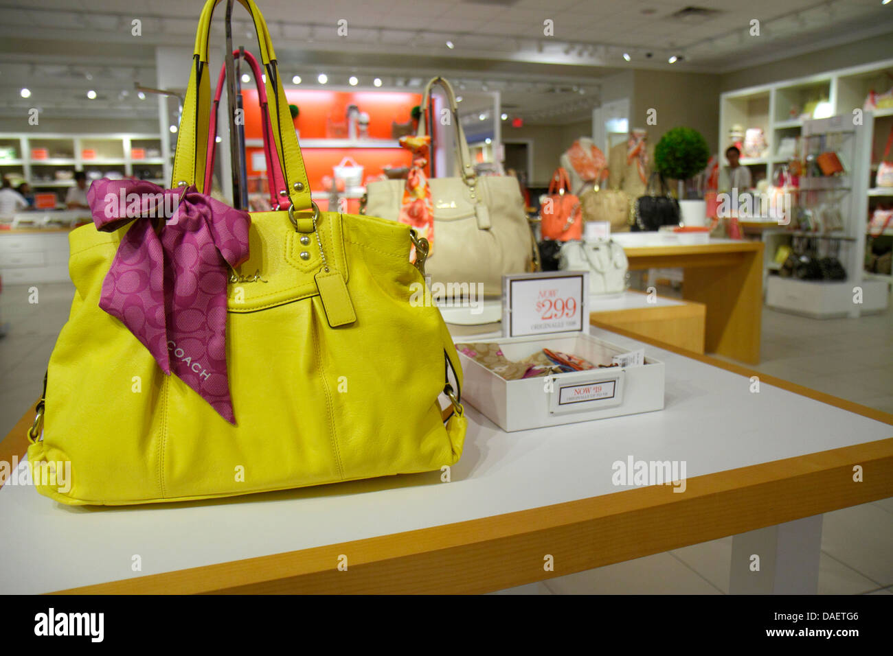 Miami Florida City Florida Florida Keys Outlet Center centre shopping Coach  women s sale retail display fashion handbags 3d1e443bd32c5