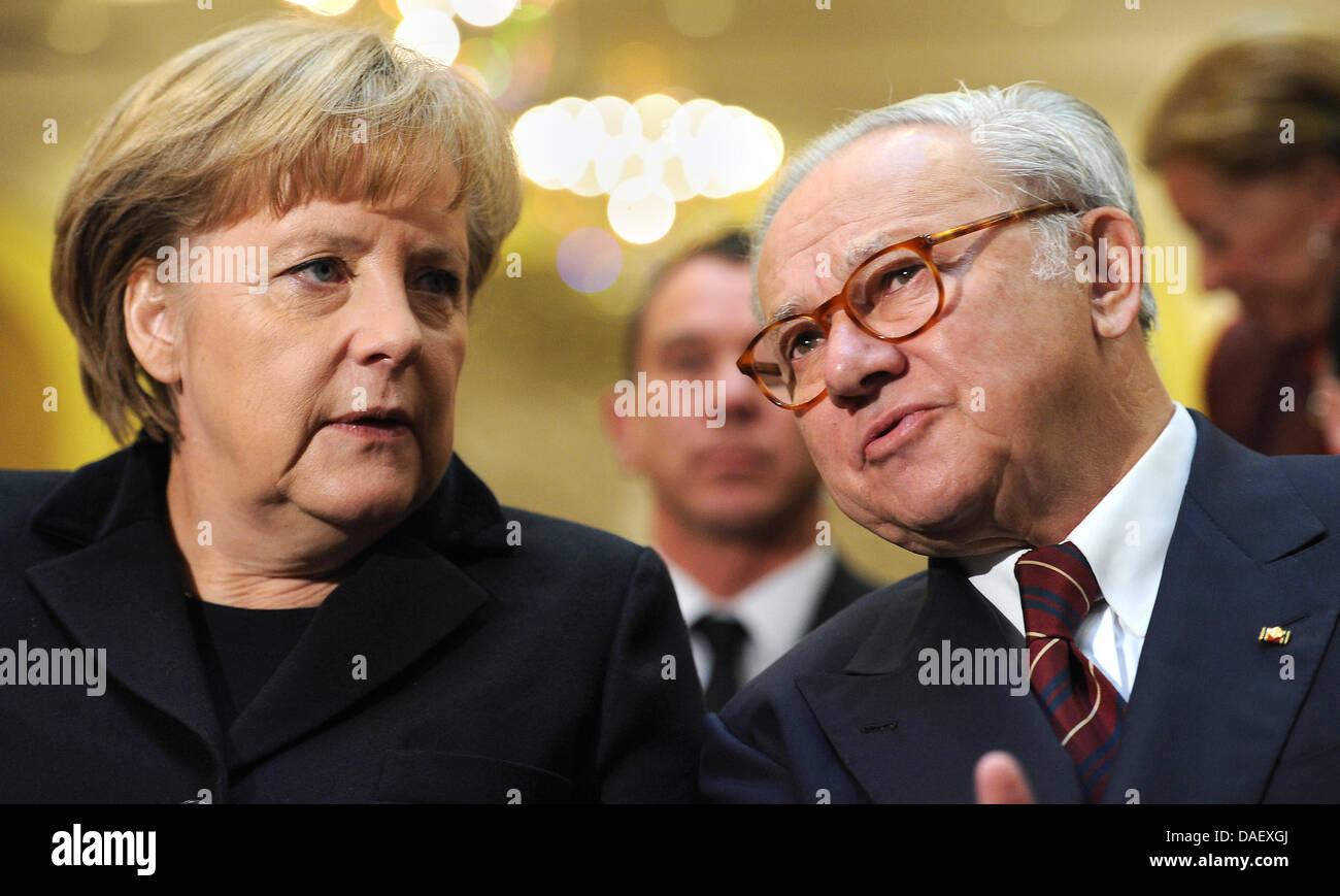 German Chancellor Angela Merkel talks with publisher Hubert Burda (R) during the congress 'Magazine Day 2011' - Stock Image