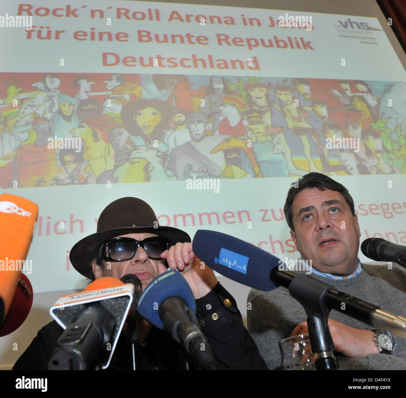Musician Udo Lindenberg and SPDchair Sigmar Gabriel stand during a press conference in Jena, Germany, 02 December Stock Photo