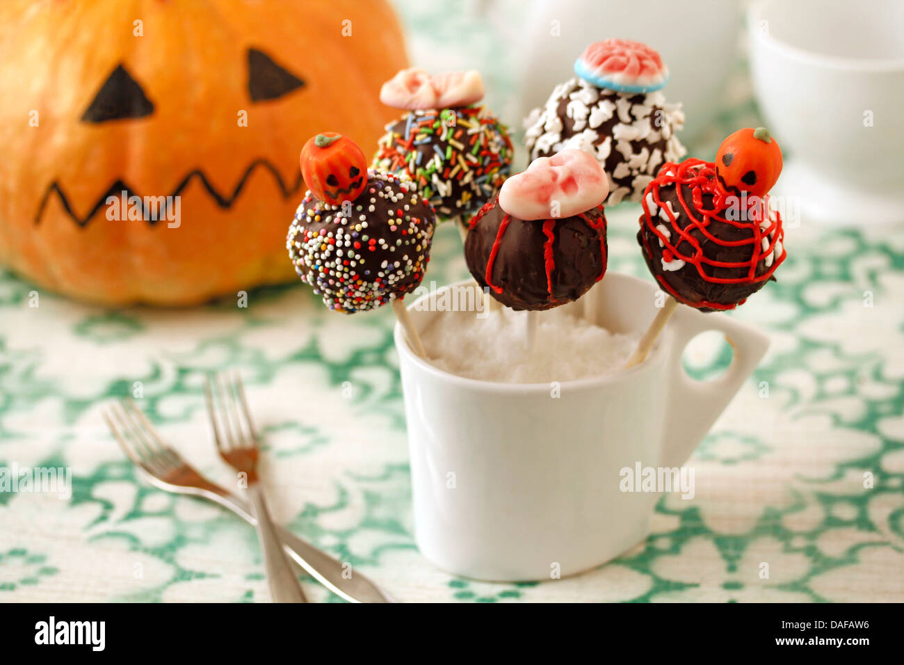 Halloween cake pops. Recipe available. - Stock Image