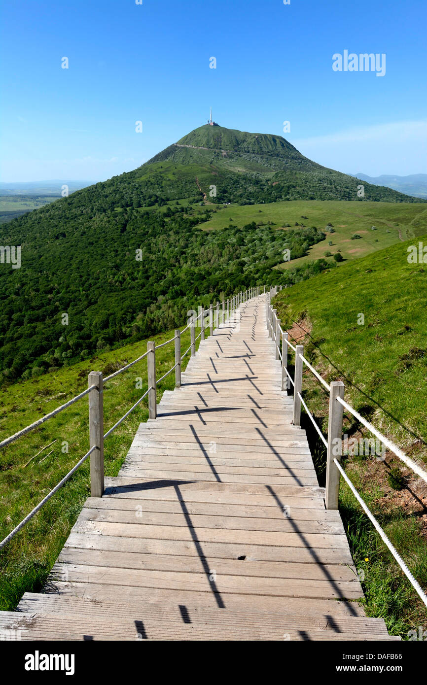 Footpath towards the Puy de Dome / Puy-de-Dome volcano and landscape in Auvergne, France - Stock Image