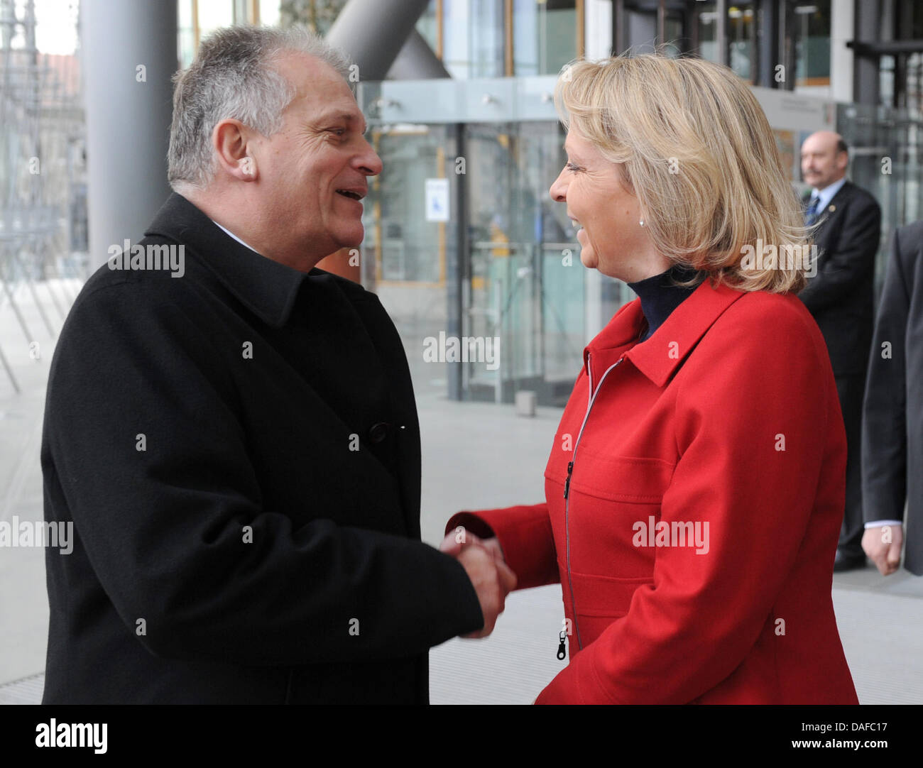 North Rhine-Westphalia's Minister President Hannelore Kraft (SPD) greets President of the Federal Council of - Stock Image