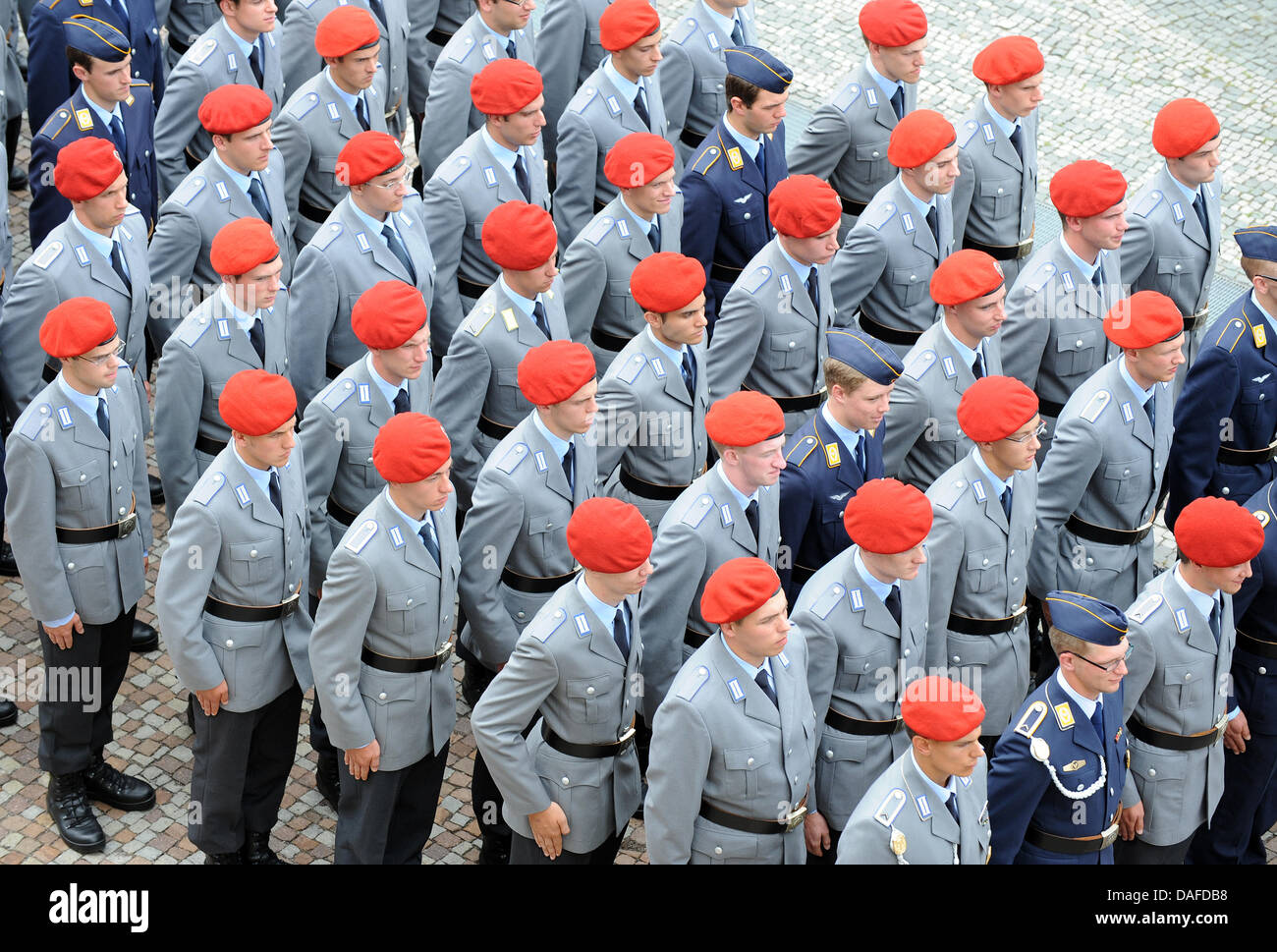(dpa file)Afile picture dated 30 July 2010 of some 650 German Bundeswehr recruits in Stuttgart, Germany. - Stock Image