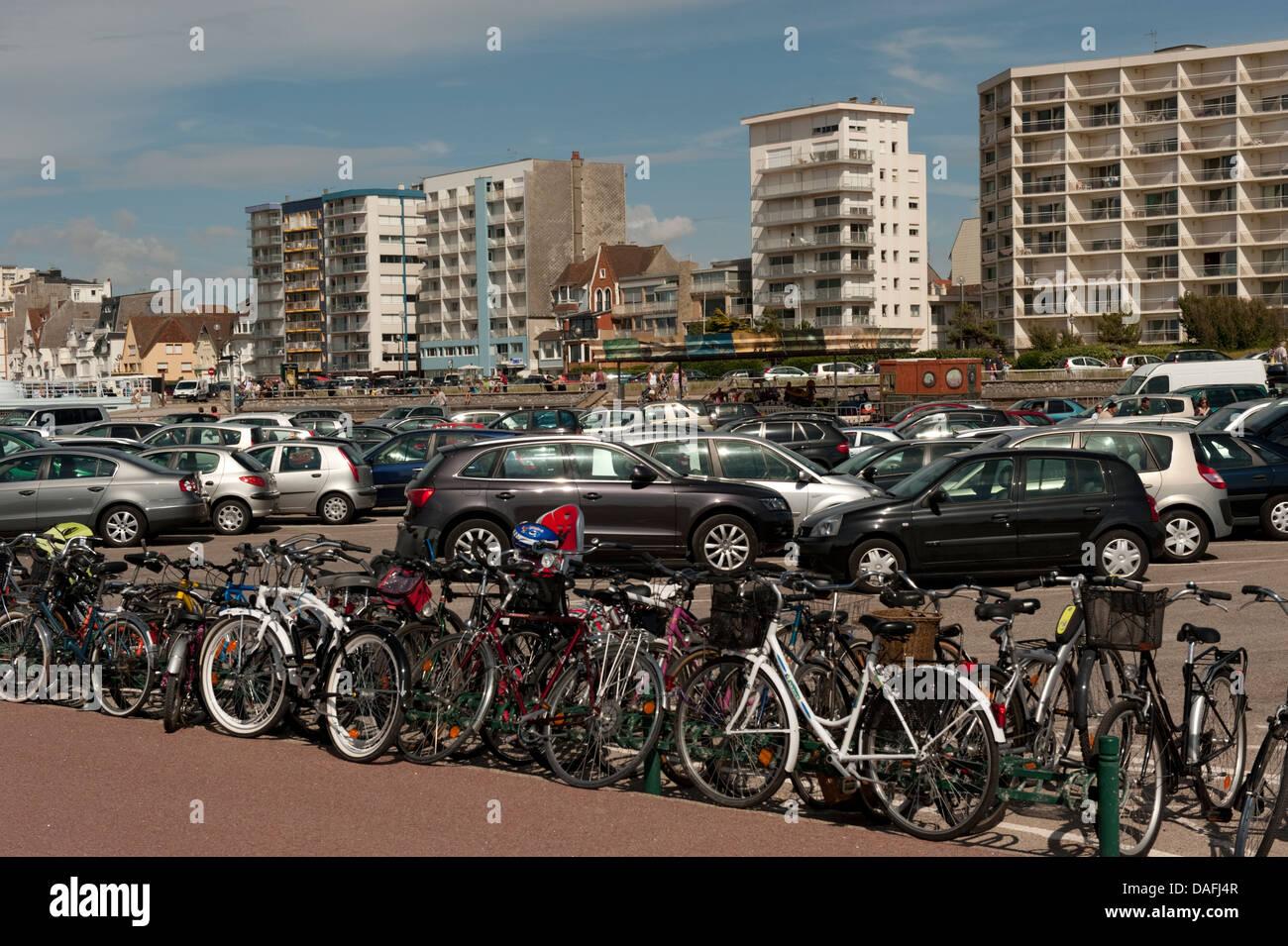 busy beach car park lot Le Touquet France - Stock Image