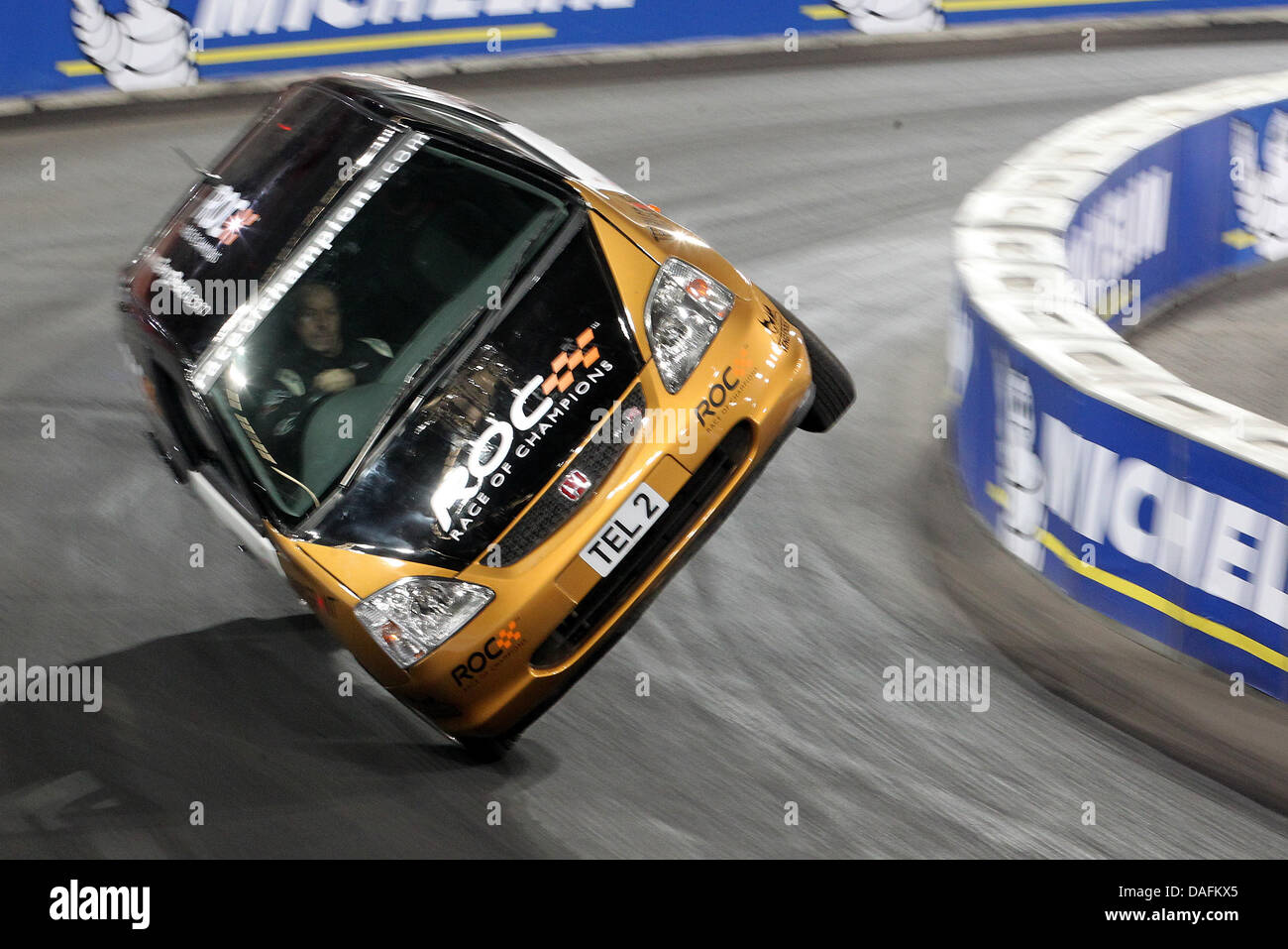 Ein englischer Stuntman versucht am Sonntag (04.12.2011) in Düsseldorf beim Race of Champions einen Weltrekord - Stock Image