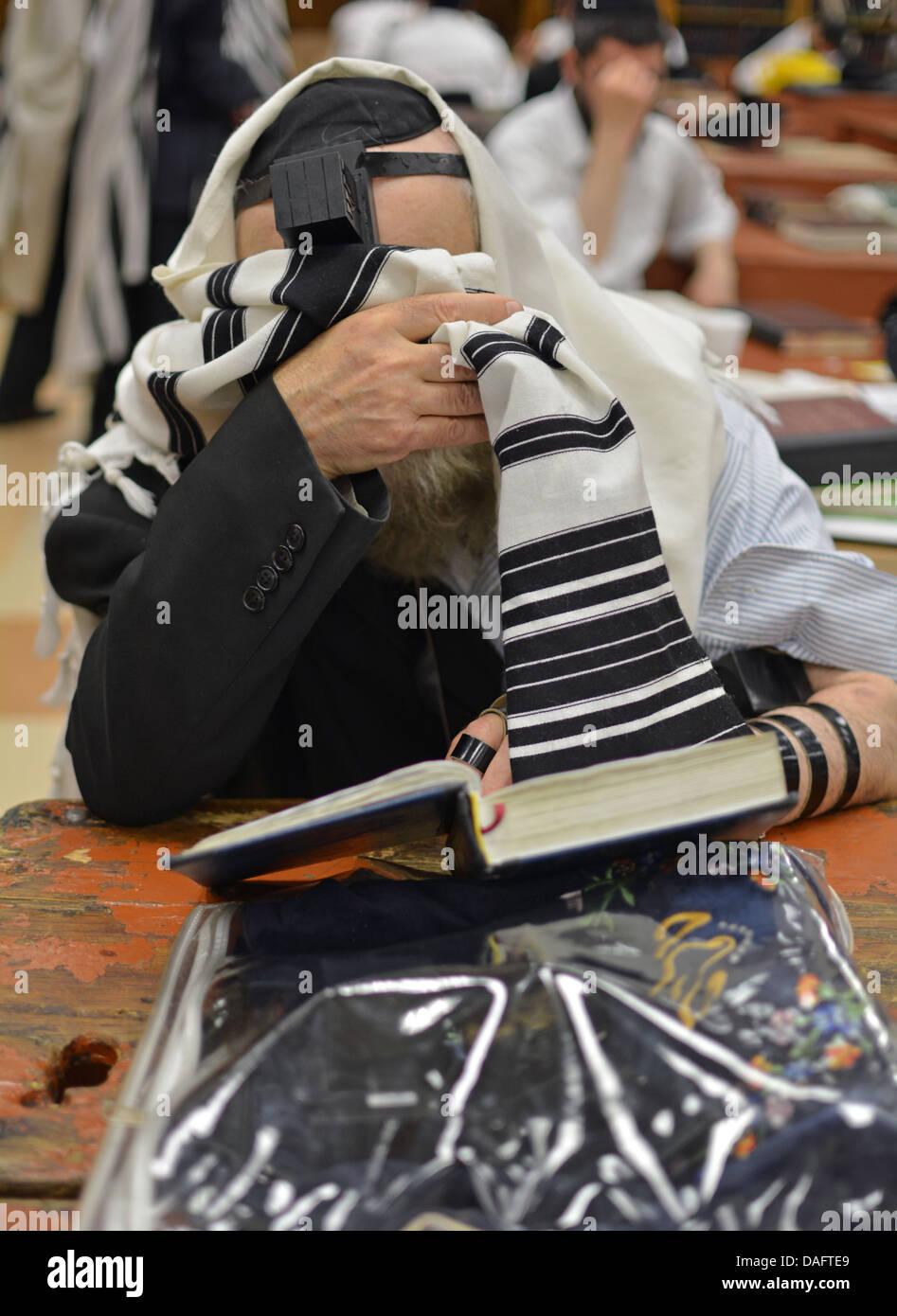 An ultra religious Jewish man saying the shema prayer at a synagogue