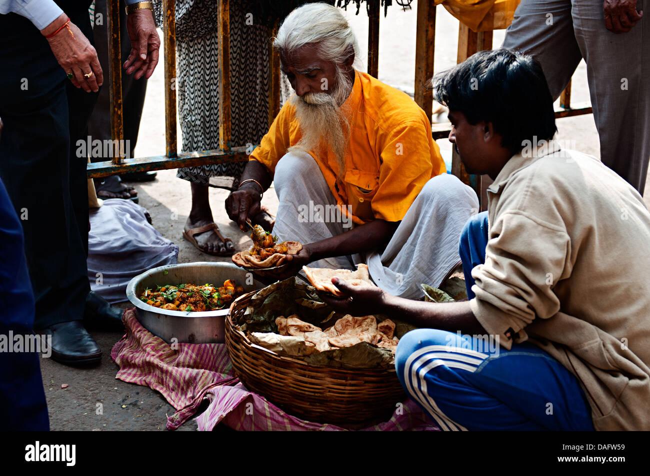 Food street stall in Kalighat area. Calcutta, Kolkata, West Bengal, India - Stock Image