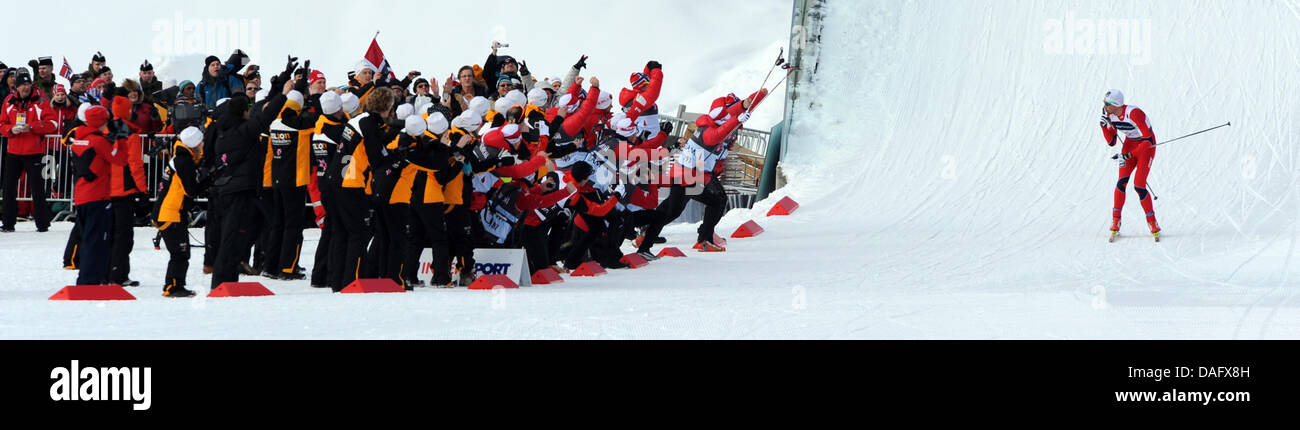 Winner Petter Northug of Norway cheers with the crowd at the Men's Cross Country Skiing 4x10 km Relay at the - Stock Image