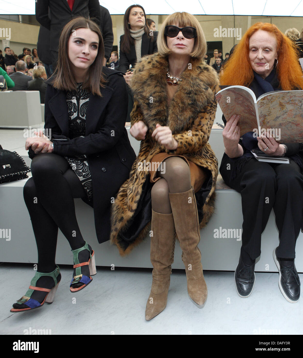 Anna Wintour (C), editor-in-chief of American Vogue, her daughter Bee Shaffer (L) and Grace Coddington, creative - Stock Image