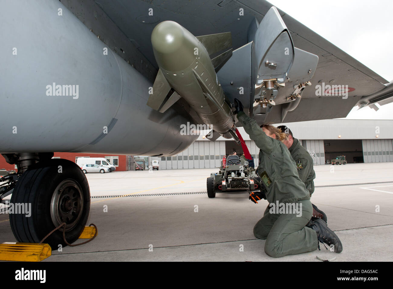 Engineers go through last checkups at the Rafale Jet on a French airbase in Saint-Dizier, France, 19 March 2011. - Stock Image