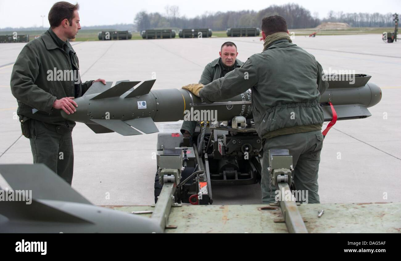 Engineers go through last checkups and place the rockets in the jets at the Rafale Jet on a French airbase in Saint - Stock Image