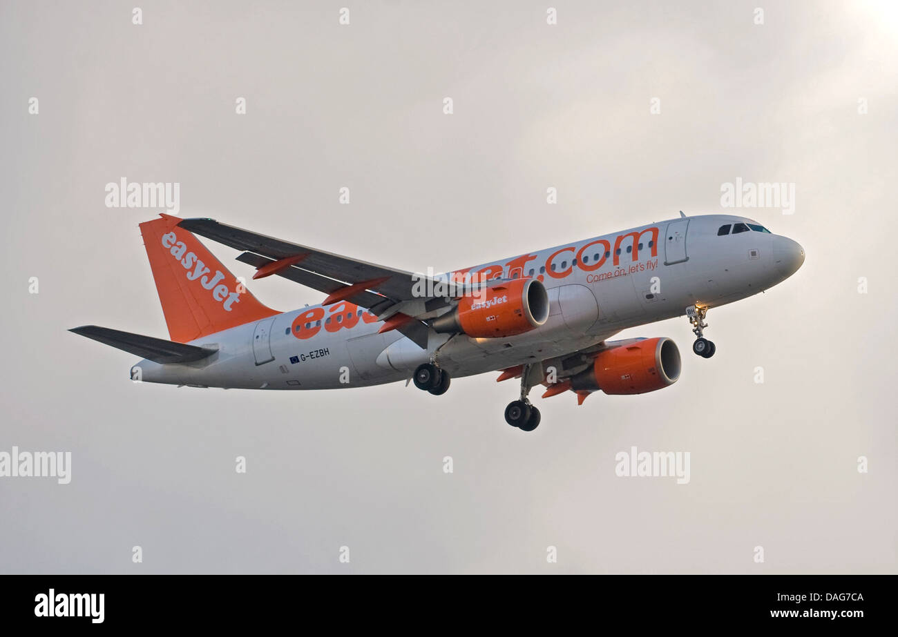 An Easyjet Airbus A319 arrives at London Gatwick LGW airport. G-EZBH - Stock Image