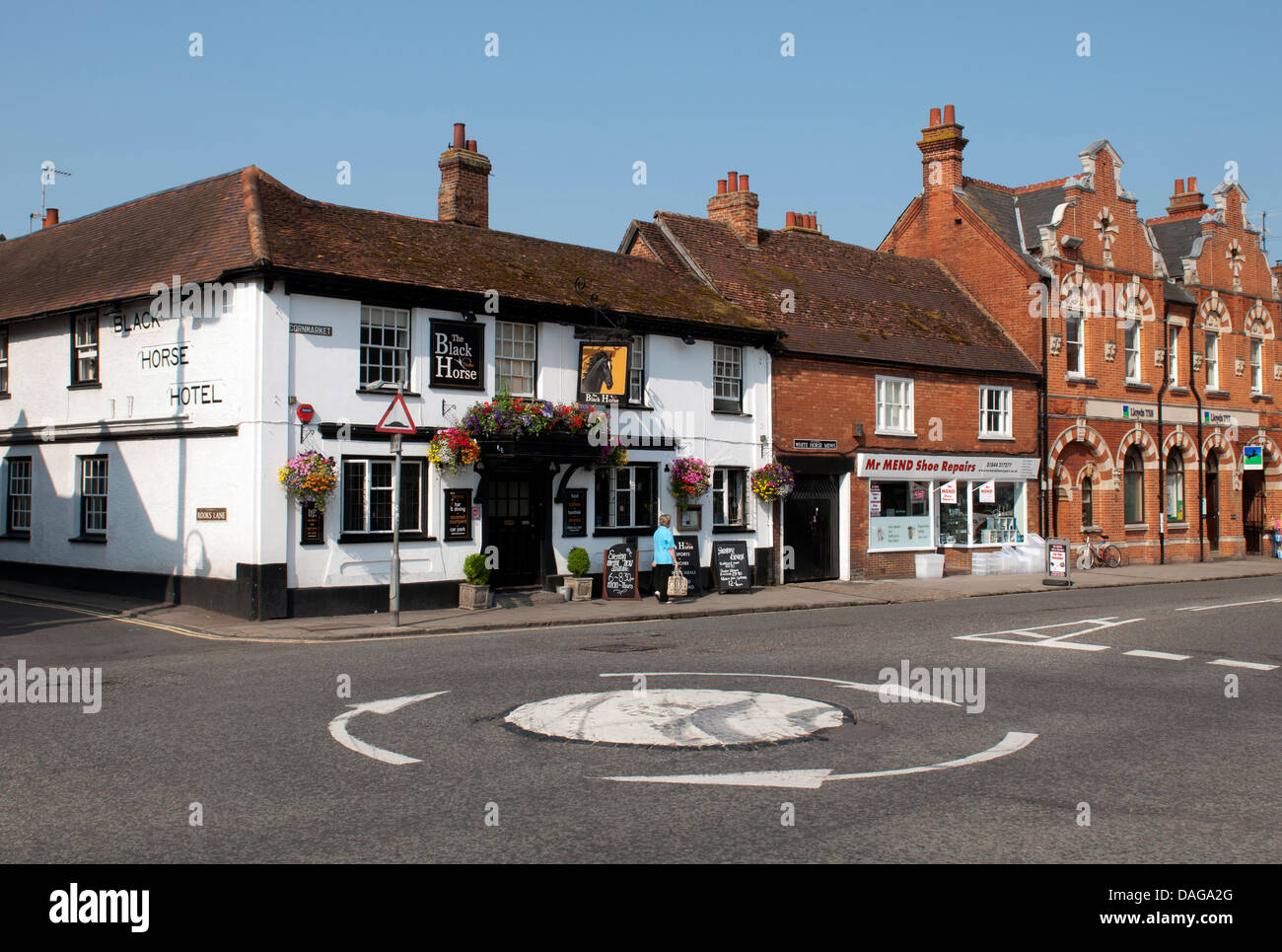 A mini roundabout, Thame, Oxfordshire, UK - Stock Image