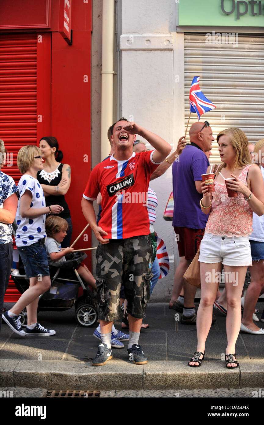 Londonderry, Northern Ireland, UK. 12th July 2013. A loyalist youth taunts  nationalist bystanders after local  - Stock Image