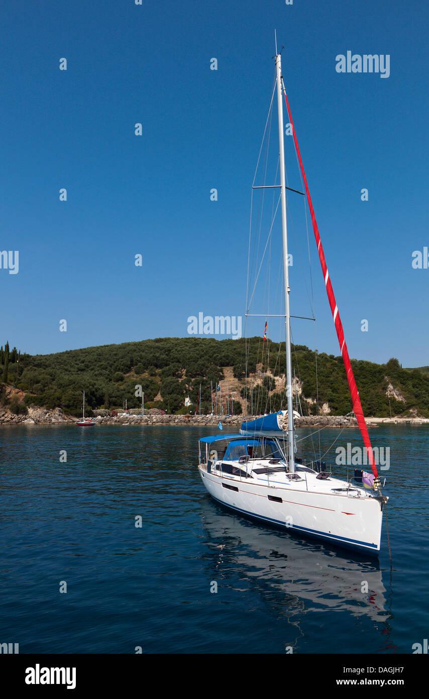 Sailing boat at Valtos beach near Parga town in Greece - Stock Image