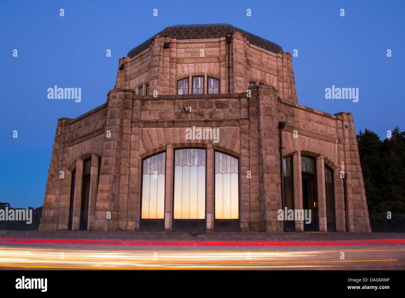 Historic Vista House in the Columbia River Gorge National Scenic Area at twilight - Stock Image
