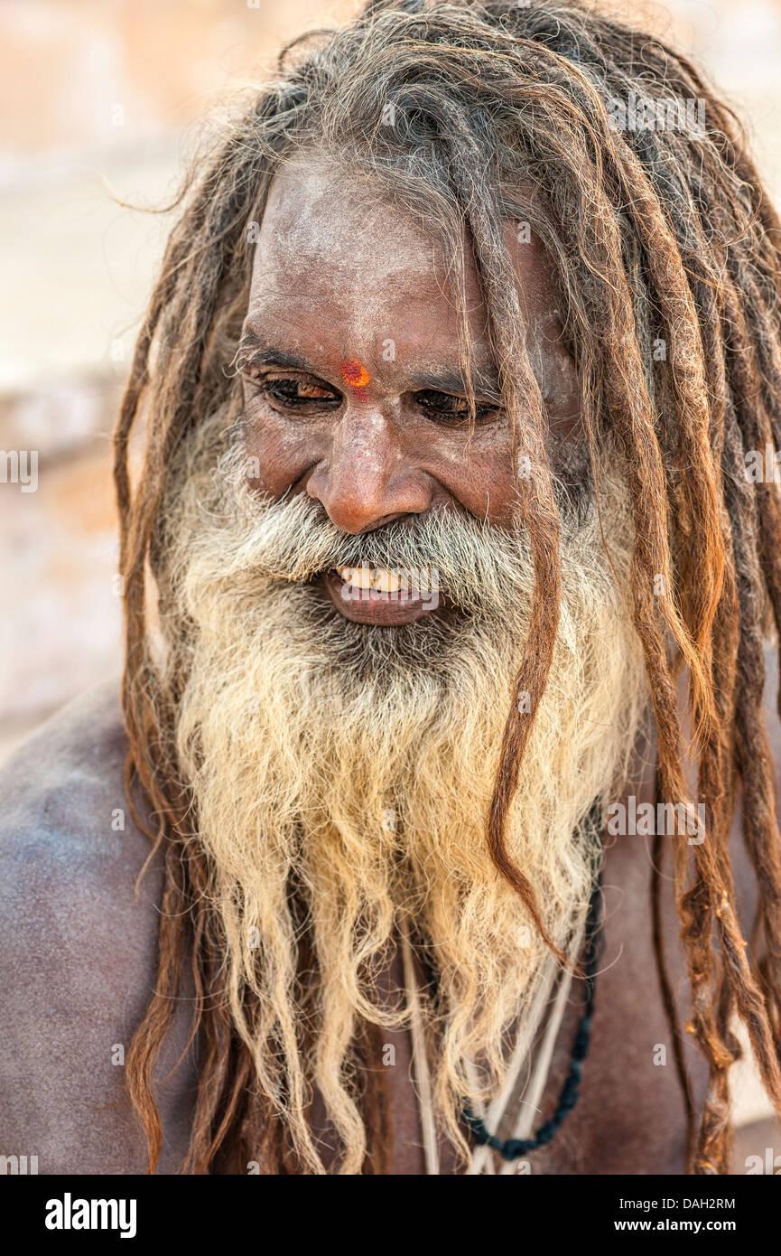 Sadhu, Hindu holy man, on a pilgrimage to the holy city of Pushkar, Rajasthan, India. - Stock Image