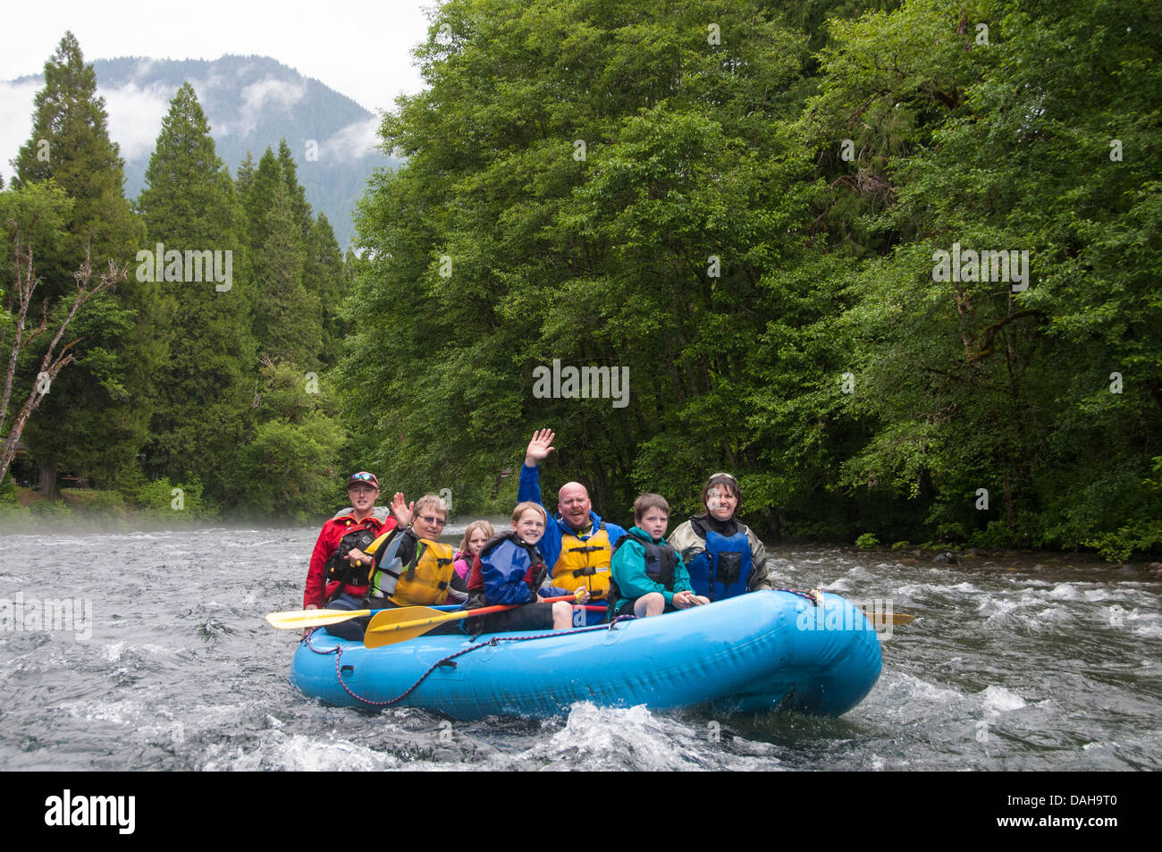 Family enjoying a whitewater rafting trip on the McKenzie River in Oregon - Stock Image