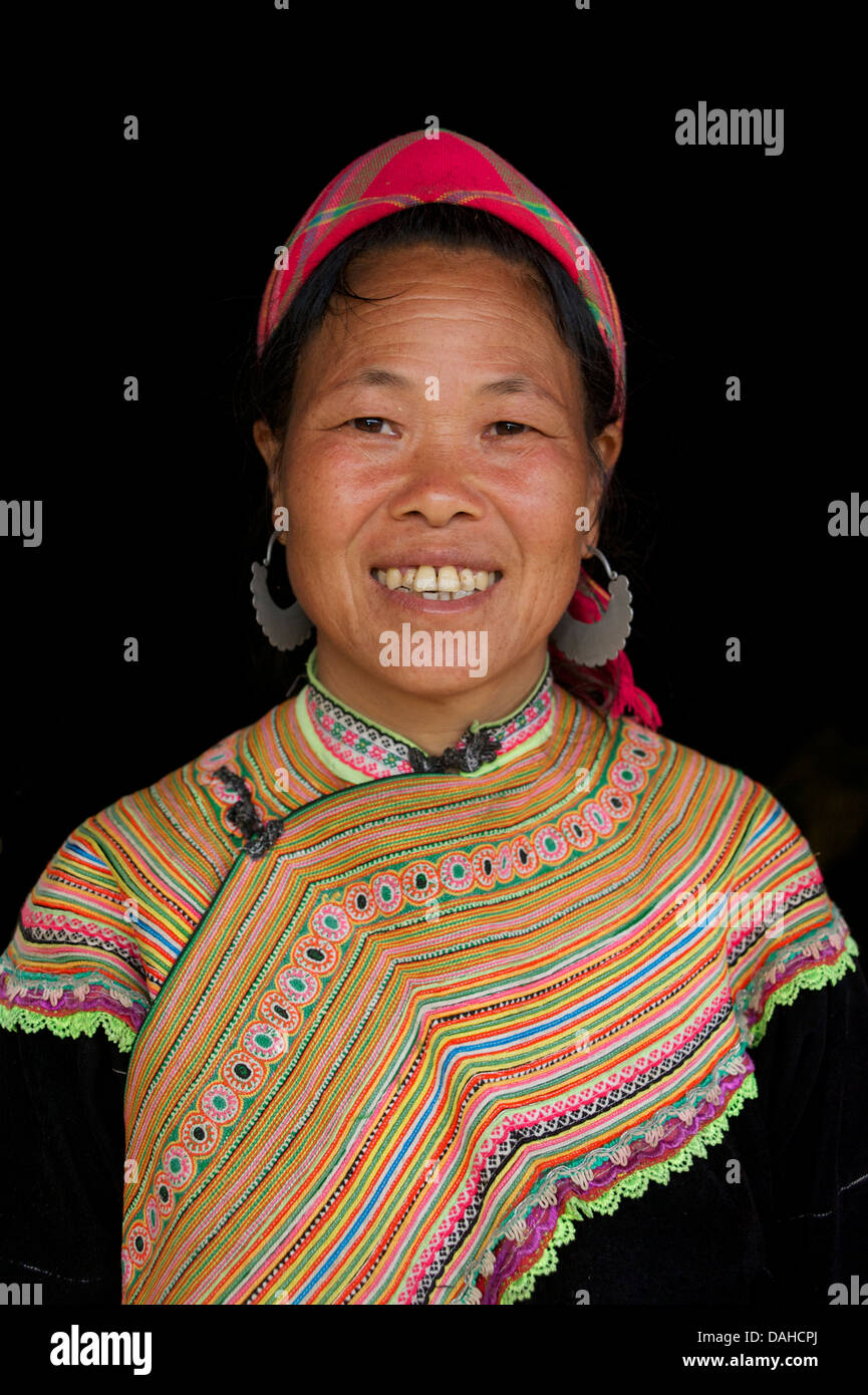 Flower Hmong woman in distinctive tribal costume. Ban Pho, near Bac Ha, Lao Cai Province, Vietnam. Model released - Stock Image