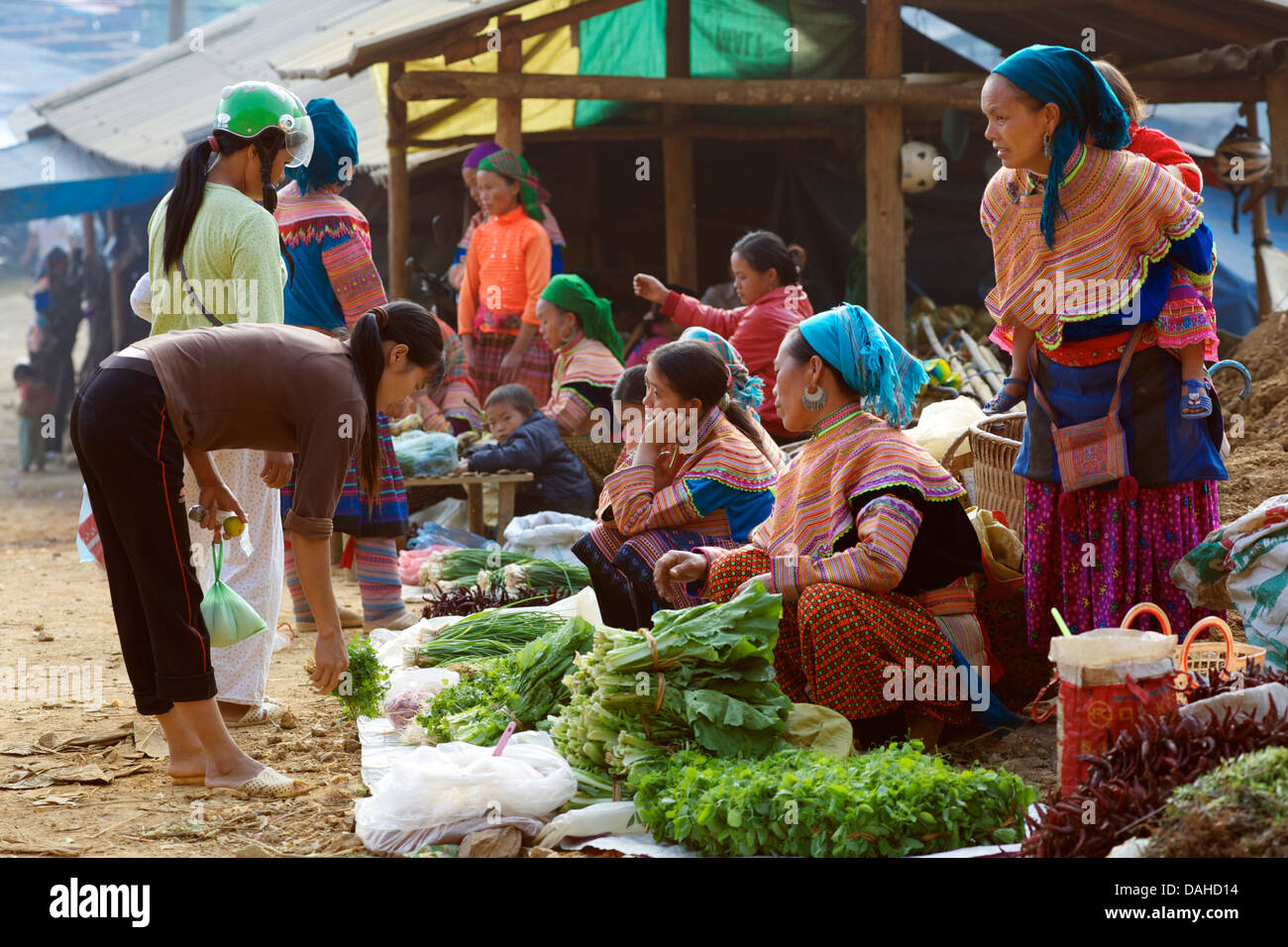 Vegetable sellers at Can Cau market, near Bac Ha. Lao Cai Province, Northern Vietnam - Stock Image