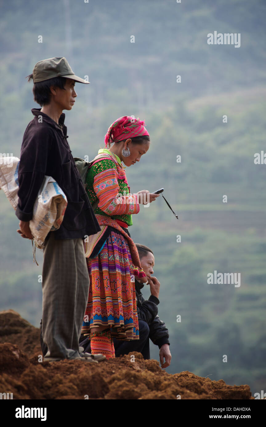 Flower Hmong woman using her mobile phone, Can Cau, near Bac Ha, Lao Cai Province, Vietnam - Stock Image